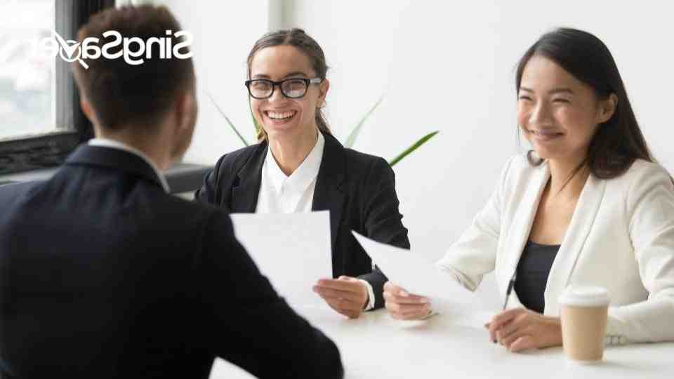 What does an IT recruiter do?
