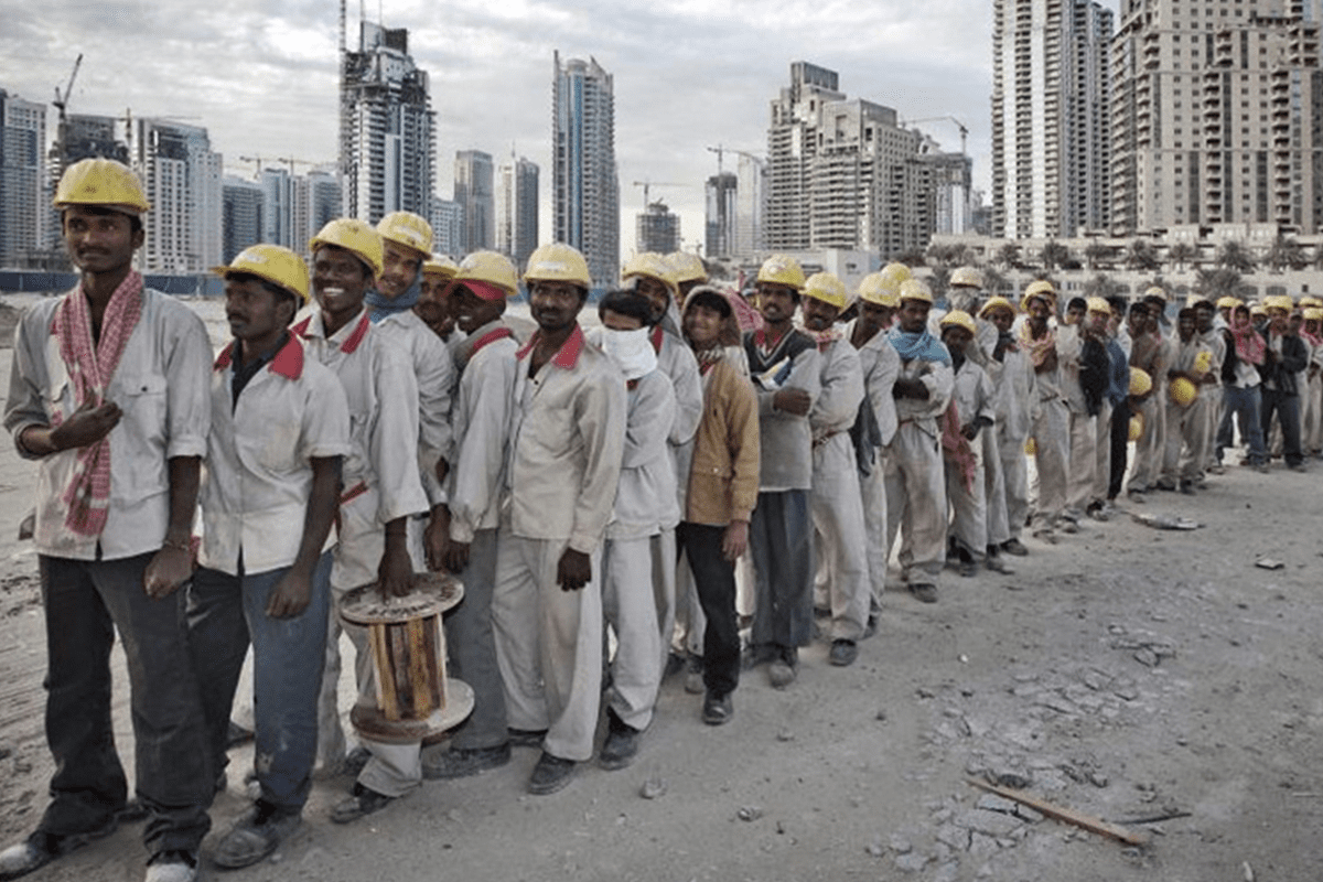 How many people are unemployed in UAE?