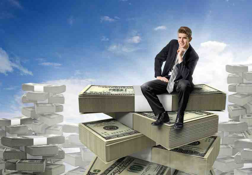 How much do executive search recruiters make?