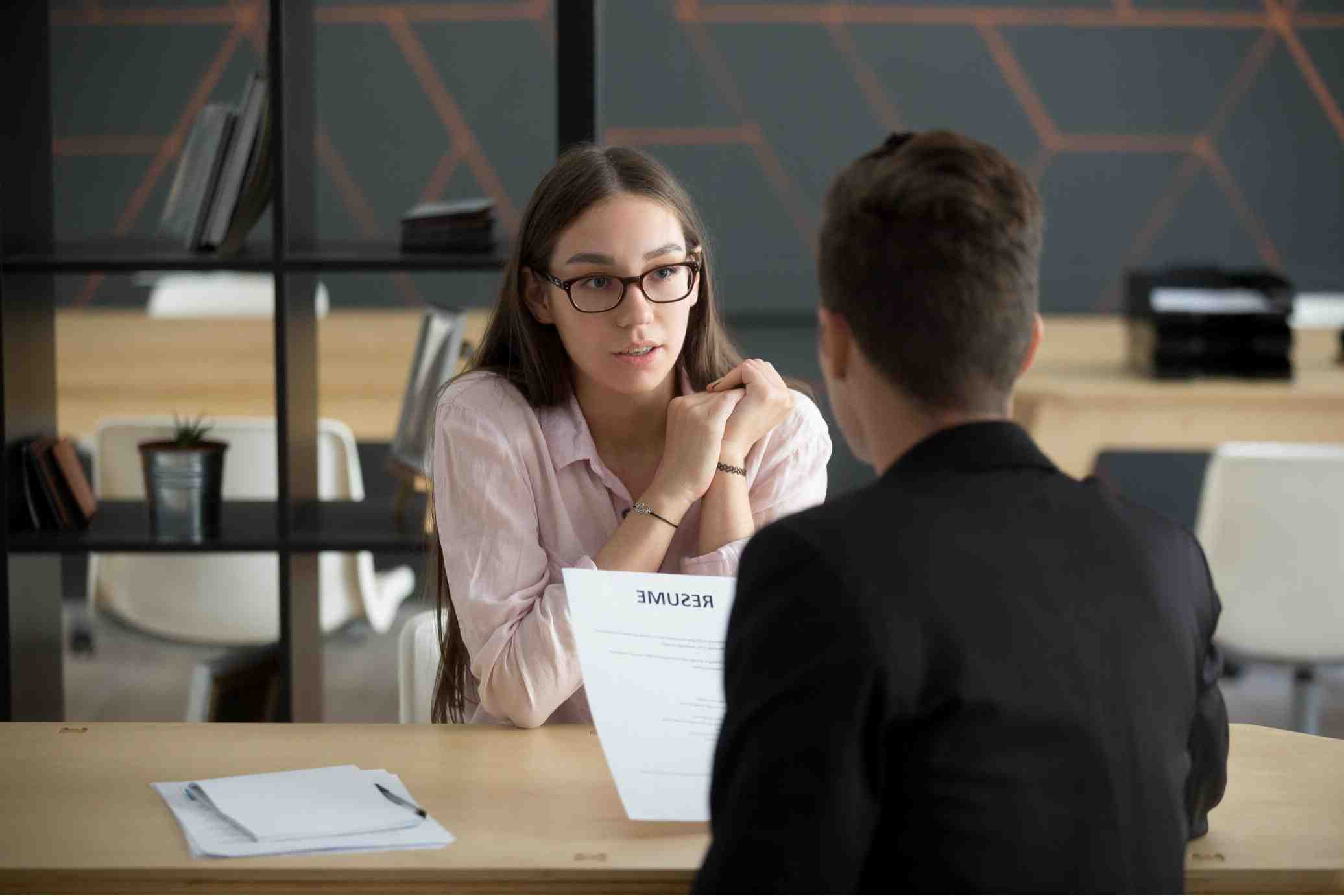 How much does it cost to hire a job recruiter?