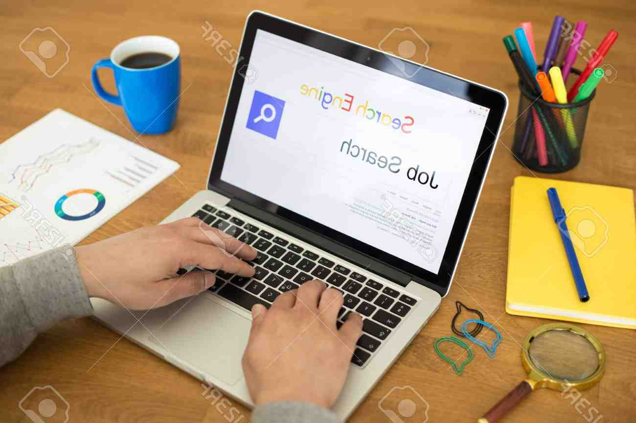 What is search engine job?