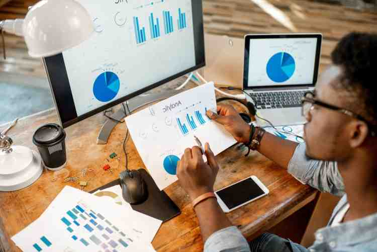 Can business analyst become business intelligence analyst?