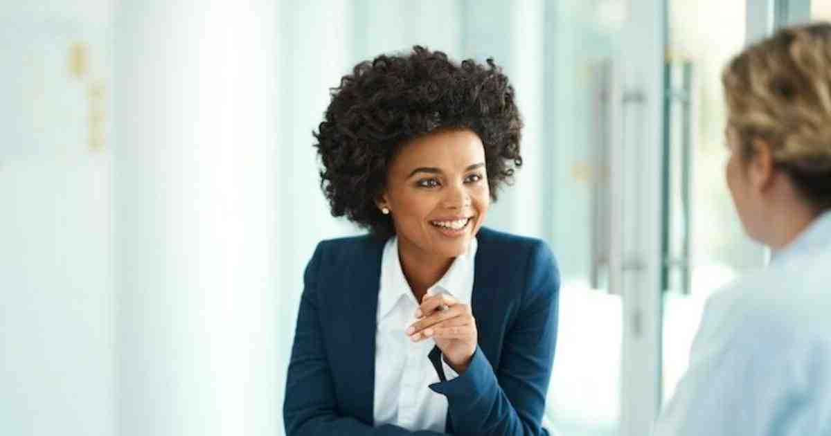 How do I answer tell me about yourself in an interview?